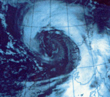 Satellittbilde av Nyttårsorkanen på vei inn mot Nordvestlandet. (Foto: Meteorologisk institutt)