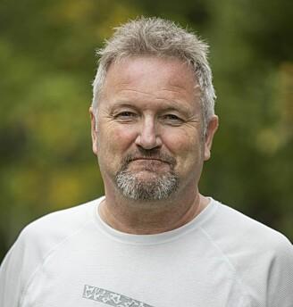 Even Arntzen, førsteamanuensis og dr. art. i allmenn litteraturvitenskap ved UiT Norges arktiske universitet, beskriver i sin nye bok Hamsuns sterke påvirkningskraft på andre forfattere – deriblant Karl Ove Knausgård. (Foto: David Jensen)
