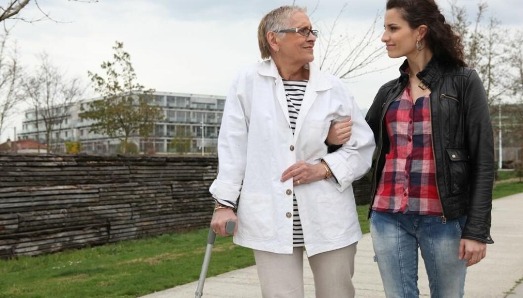 Besøk fra pårørende kan gjøre mer inntrykk hos alzheimer-pasienter (Illustrasjonsfoto: Colourbox)