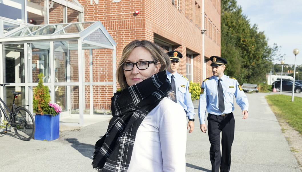 Oddbjørg Edvardsen ved Politihøgskolen har forsket på politipatruljens møte med voldsutsatte barn. Nylig disputerte hun ved Nord universitet. (Foto: Svein-Arnt Eriksen)