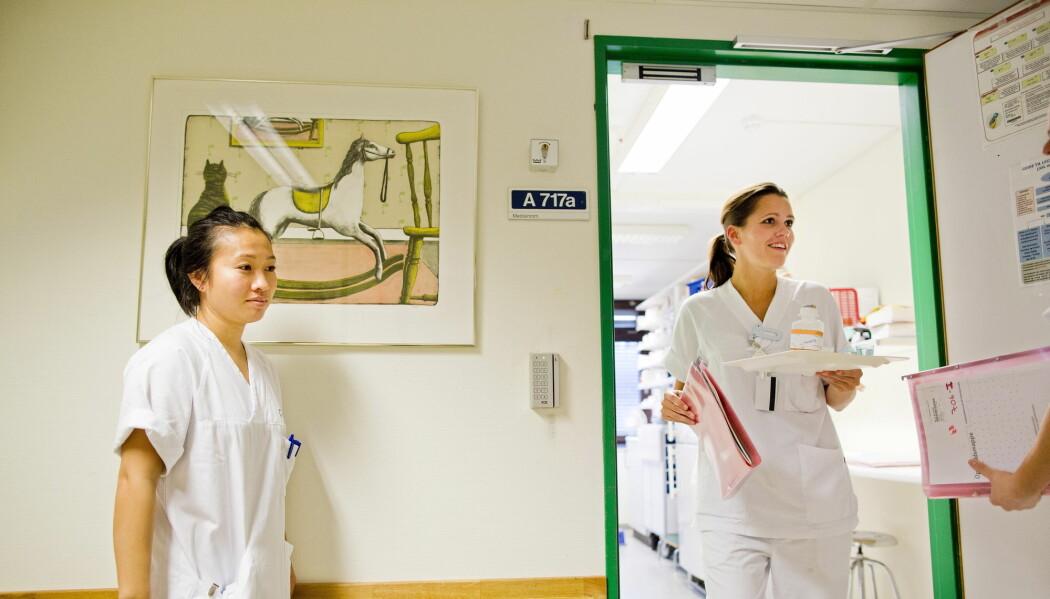 «Urinveisinfeksjon er veldig distinkt. Jeg kan kjenne igjen den lukta ute i korridoren», fortalte en sykepleier. Hanna Marie Ihlebæk har gjort feltarbeid blant sykepleiere på en kreftavdeling, og ble overrasket over hvor viktig luktesansen var i jobben de gjorde. (Illustrasjonsfoto: Tore Meek / NTB scanpix)