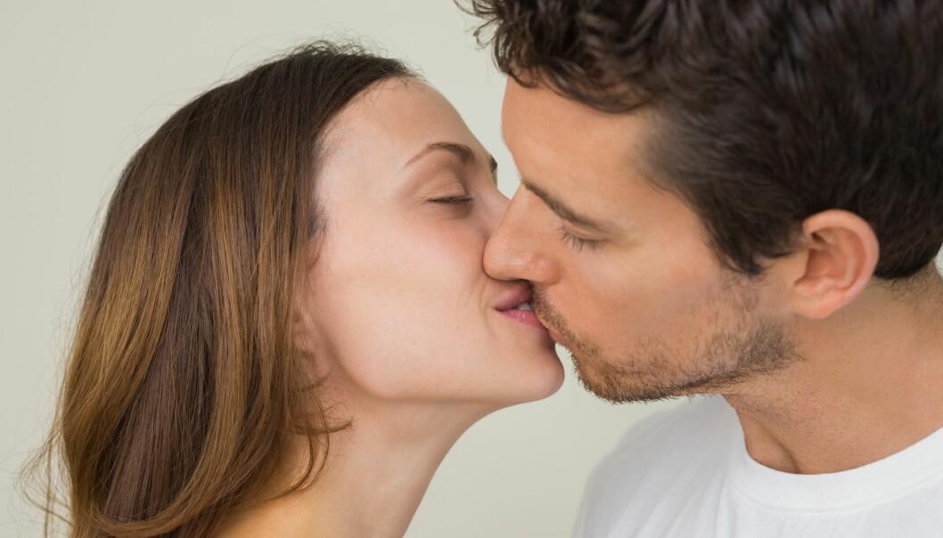 Det er ikke likegyldig om de første kysset føles godt. Nytelsen kan være et hint om partnerens gener passer godt med dine. (Foto: Microstock)