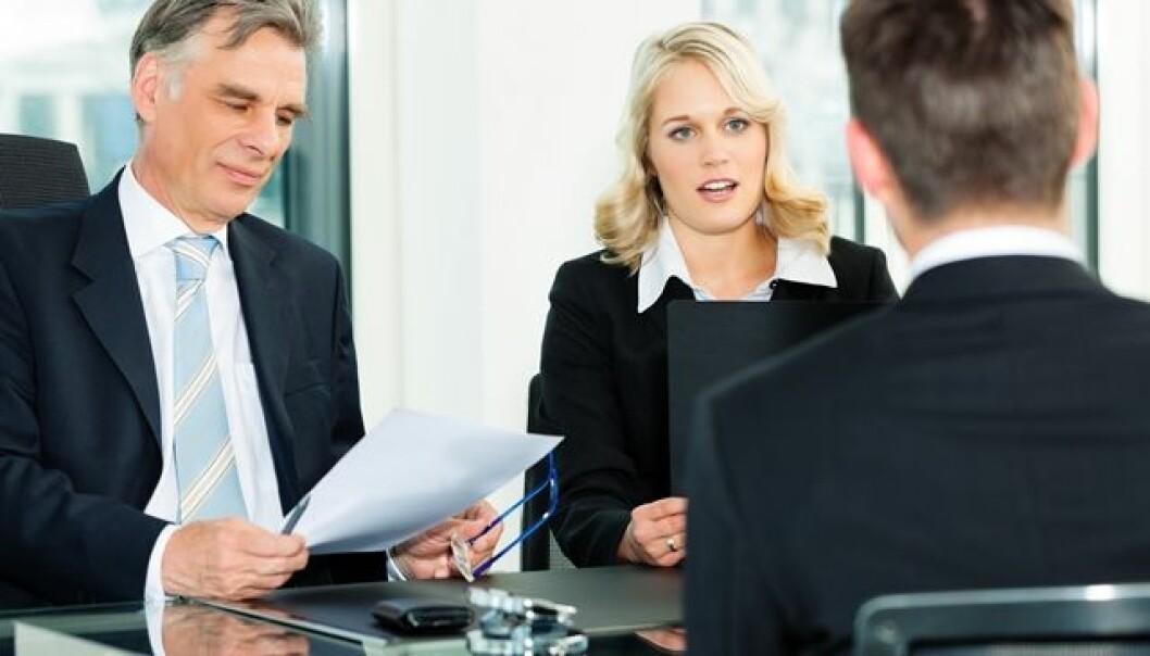 Hvordan du opptrer i jobbintervjuet kan avgjøre om du får jobben. Det er visse ting du bør, og absolutt ikke bør si, viser ny studie.   (Foto: Colourbox)