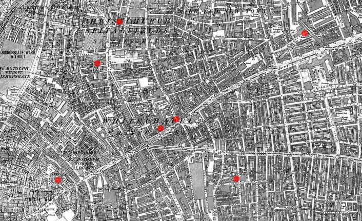 De røde prikkene viser hvor drapene i Whitechapel skal ha skjedd. (Foto: (Bilde: Offentlig eiendom))
