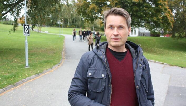 – Enkelte myter har overlevd i akademia i tiår etter tiår, noen til og med i over hundre år, sier filosof Kåre Letrud ved Høgskolen i Innlandet. (Foto: Erlend Moe)