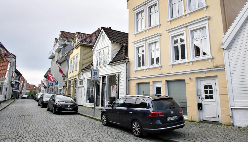 Spanere jobber helt annerledes enn andre politimenn. En sivil politibil står her utenfor en bygård i Bergen etter et mistenkelig dødsfall. (Foto: Marit Hommedal/NTB Scanpix)