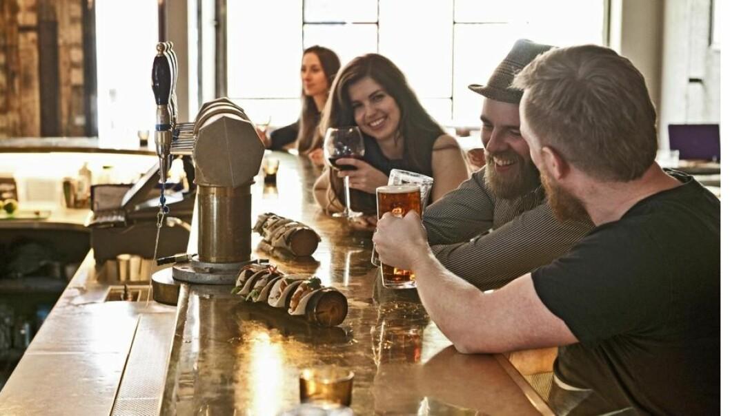 Noen personer har et mer følsomt belønningssystem i hjernen, og får et større kick av alkohol enn andre.  (Foto: Thorsten Henn, Scanpix)