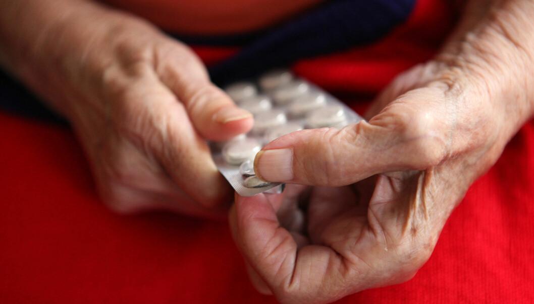 En kartlegging fra Fylkesmannen i Sør-Trøndelag viser at eldre pasienter bruker hele sju ulike medisiner i gjennomsnitt. (Foto: Microstock)
