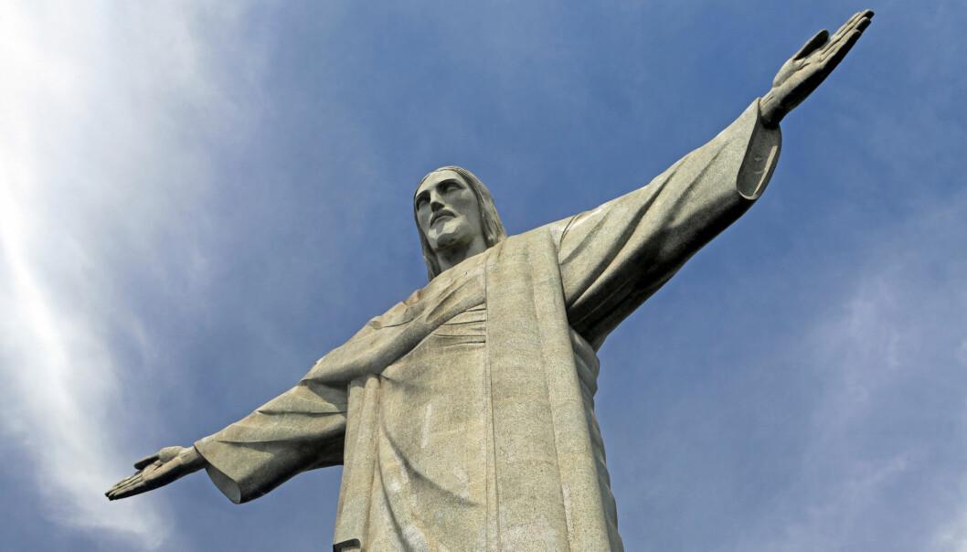 Kristusstatuen i Rio de Janeiro har blitt et kulturelt og religiøst ikon i Brasil og illustrerer kristendommens sterke posisjon i landet. Kristen tro har også blitt en viktig maktfaktor for høyredreiningen i brasiliansk politikk de senere årene. (Illustrasjon: Danita Delmont / Shutterstock / NTB scanpix)