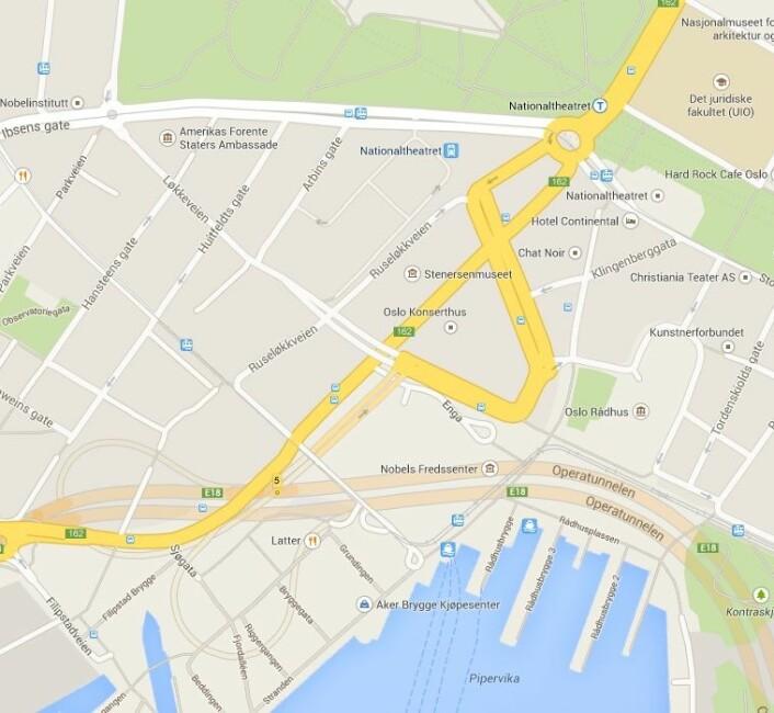 Noe av de samme området i dag. Legg merke til at viken inn mot Rådhuset fortsatt heter Pipervika. (Foto: (Skjermdump/Google Maps))