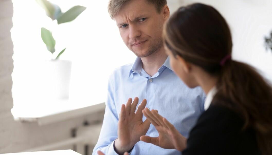 - Medarbeidere som har utrygge ledere, opplever at det er nytteløst å ta opp alvorlige saker med dem, sier Ingvild Müller Seljeseth. (Illustrasjon: fizkes / Shutterstock / NTB scanpix)