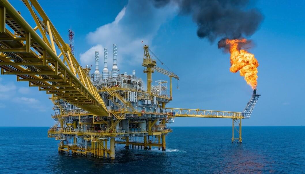 – Oljebransjen har et dilemma i sin kommunikasjon om bærekraft, siden det de produserer, representerer en stor klimautfordring, sier professor Trine Dahl. (Illustrasjon: Oil and Gas Photographer / Shutterstock / NTB scanpix)