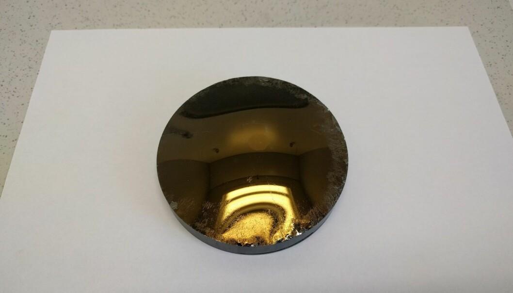 Slik ser en superren én-krystall av silisiumkarbid ut. (Foto: Fiven Norge)