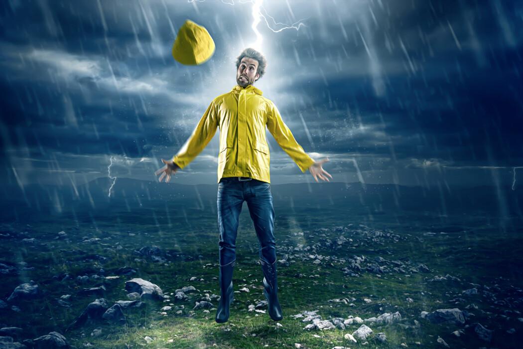 For hver person som dør av å bli rammet av lyn, er det typisk ti andre som bare får mindre skader av det. Hvordan overlever så mange? (Foto: lassedesignen / Shutterstock / NTB scanpix)
