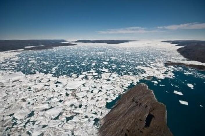 Jakobshavn isbre på Grønland er den breen i verden som raskest kaster av seg is til havet. (Foto: Ian Joughin/University of Washington)