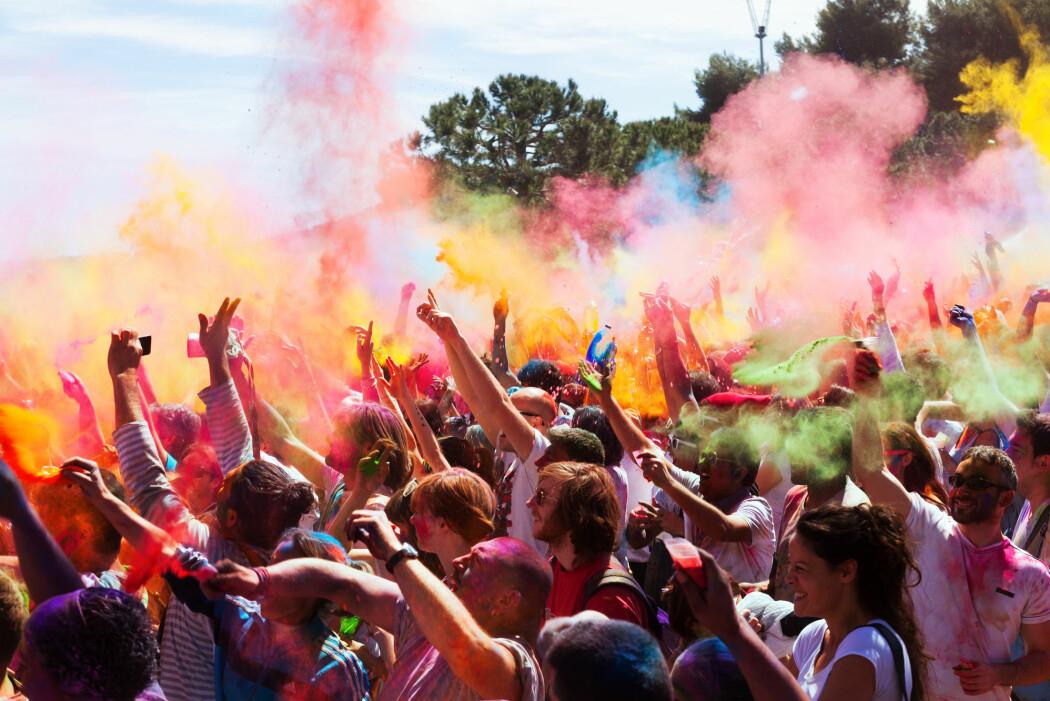 Ny forskning viser at folk har mange av de samme assosiasjonen knyttet til farger. Men det finnes også tydelige forskjeller mellom land. (Foto: Iakov Filimonov / Shutterstock / NTB scanpix)