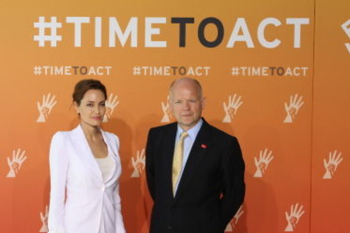 Angelina Jolie og William Hague på End sexual violence in conflict konferansen, juni 2014.  (Foto: Foreign and Commonwealth Office)