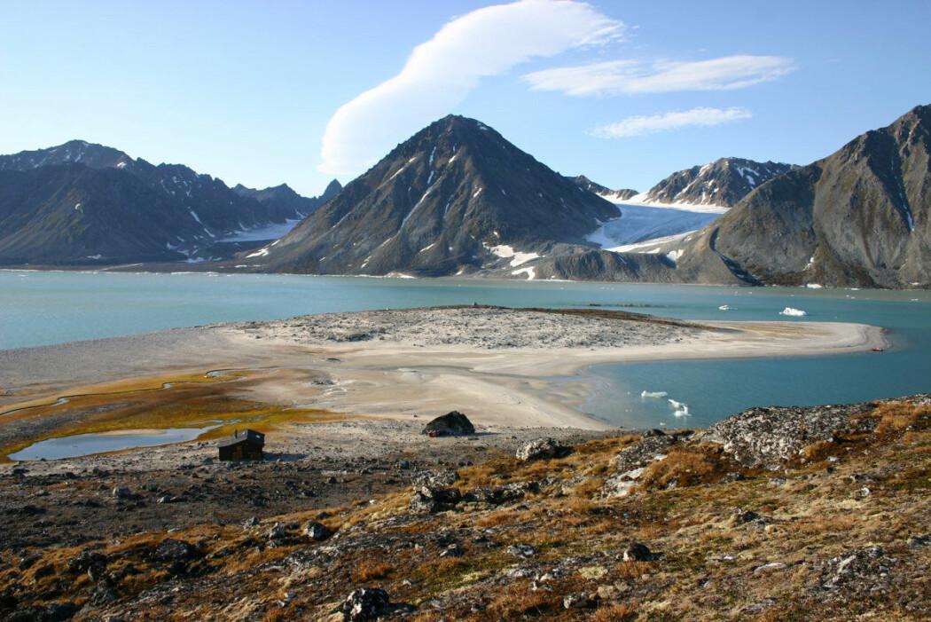 Namnlause stader i Magdalenefjorden har no fått namn. (Foto: Bjørn Fossli Johansen / Norsk Polarinstitutt)