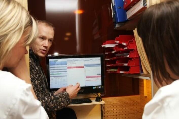 I eksperimentfasen ble informasjonen i datasystemet visualisert på skjermer både i operasjonssaler og på kontor. (Foto: Frode Nikolaisen/St. Olavs Hospital)