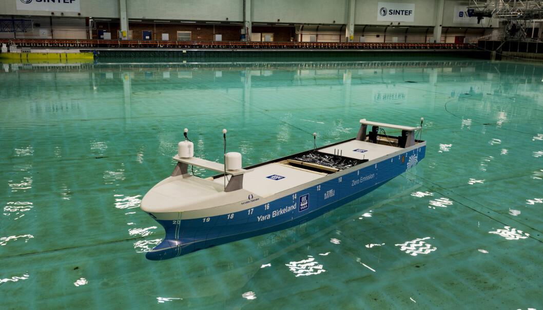 Bildet viser en modell av verdens første selvkjørende og elektriske containerskip som testes hos SINTEF Ocean. (Foto: NTB/Scanpix).