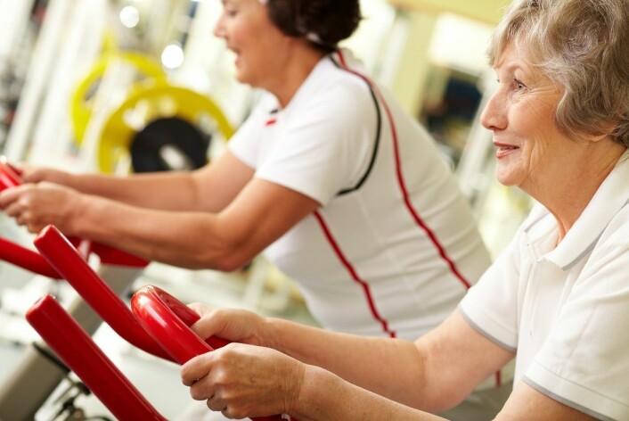 Ifølge forskningen er trening svært viktig for å forebygge de negative konsekvensene av beinskjørhet, som for eksempel dårligere balanse. (Foto: Microstock)