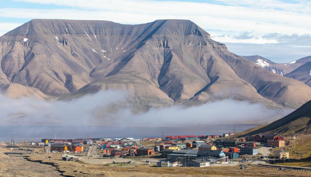 Regjeringen ønsker å sørge for at norske industriaktører, både i Longyearbyen (bildet) og på fastlandet, utnytter mulighetene Svalbard gir for testing av nye, bærekraftige løsninger. (Illustrasjon: Kertu / Shutterstock / NTB scanpix)