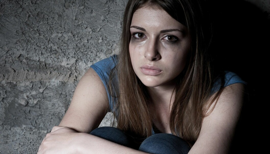 Ungdommene beskriver et bredt spekter av metoder for selvskading utover kutting og risping. Noen lar seg utnytte seksuelt eller ruser seg så mye at de påfører kroppen skade. (Illustrasjon: G-Stock Studio / Shutterstock / NTB scanpix)