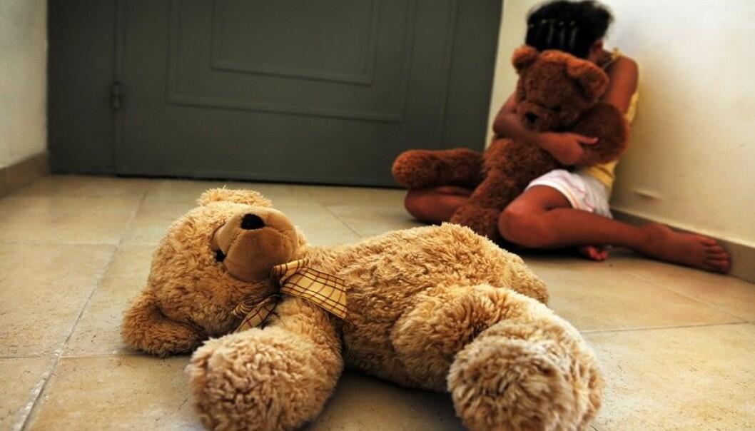 Barn som utsettes for vold kan utvikle alvorlige psykiske og atferdsmessige problemer som depresjon, angst, aggressiv atferd og posttraumatiske plager. Som voksne kan de få emosjonelle og relasjonelle problemer. Microstock