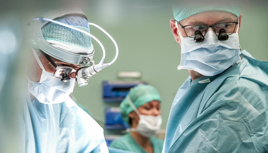 Aksel Foss, Eva Sagflaat Sødermann and Trygve Thorsen during a liver transplantation (Photo: Ram Gupta).
