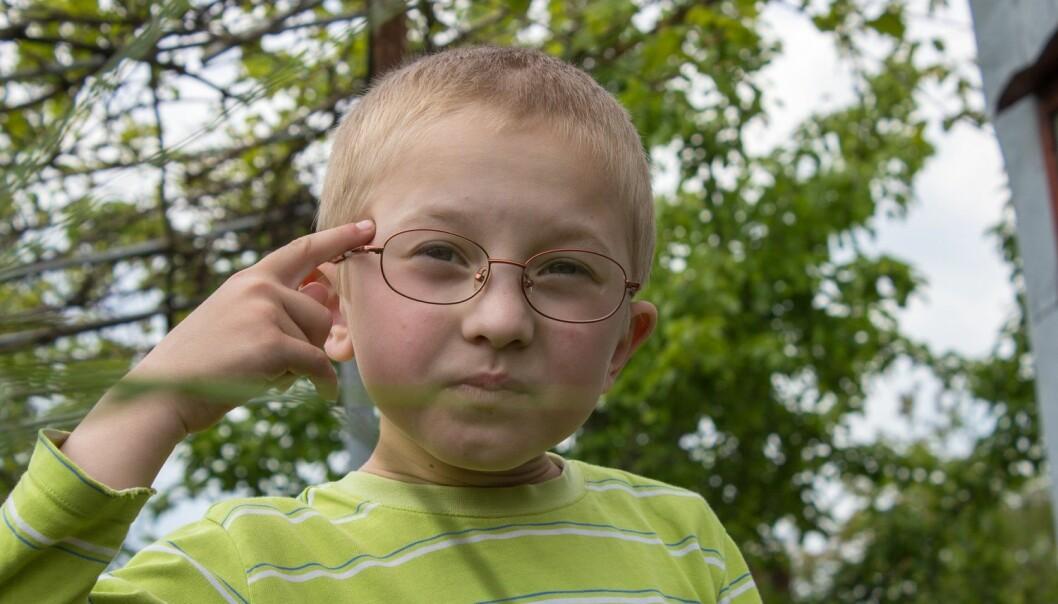 Symptomene på barnedemens starter gjerne med nedsatt syn i 4 – 8 års alder. Den kognitive utviklingen stagnerer, og barnet mister over tid ferdigheter det hadde tidligere. Dette gjelder blant annet evnen til å uttrykke seg gjennom tale. (Illustrasjon: volodimir bazyuk / Shutterstock / NTB scanpix)