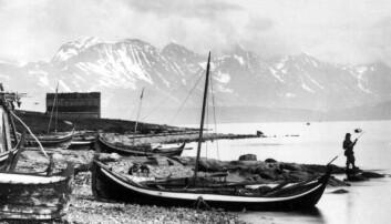 Perioden mellom 1820 og 1880 må sies å være en vekstperiode for Nord-Norge, og mange flyttet hit. Småbåtfisket skaffet folk inntekter. Her fra Karlsøy, årstall usikkert, men trolig 1888. Axel Lindahl /Norsk Folkemuseum