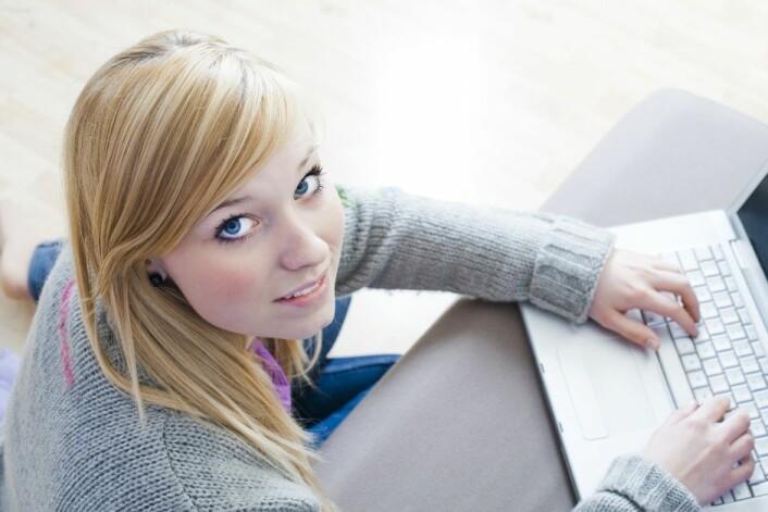 Ungdommane i prosjektet fortalte at dei syns det var lettare å skrive om vanskelege ting enn å snakke. - Då slepp eg å sitje der å sjå reaksjonen til den andre personen med ein gong, fortel ei av deltakarene. (Foto: Microstock)
