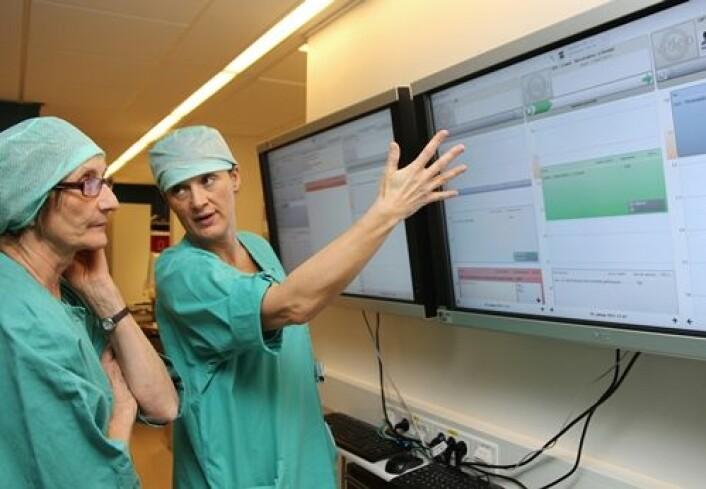 Ansatte ved St. Olavs Hospital testet systemet for visualisering av informasjon. (Foto: Frode Nikolaisen/St. Olavs Hospital)