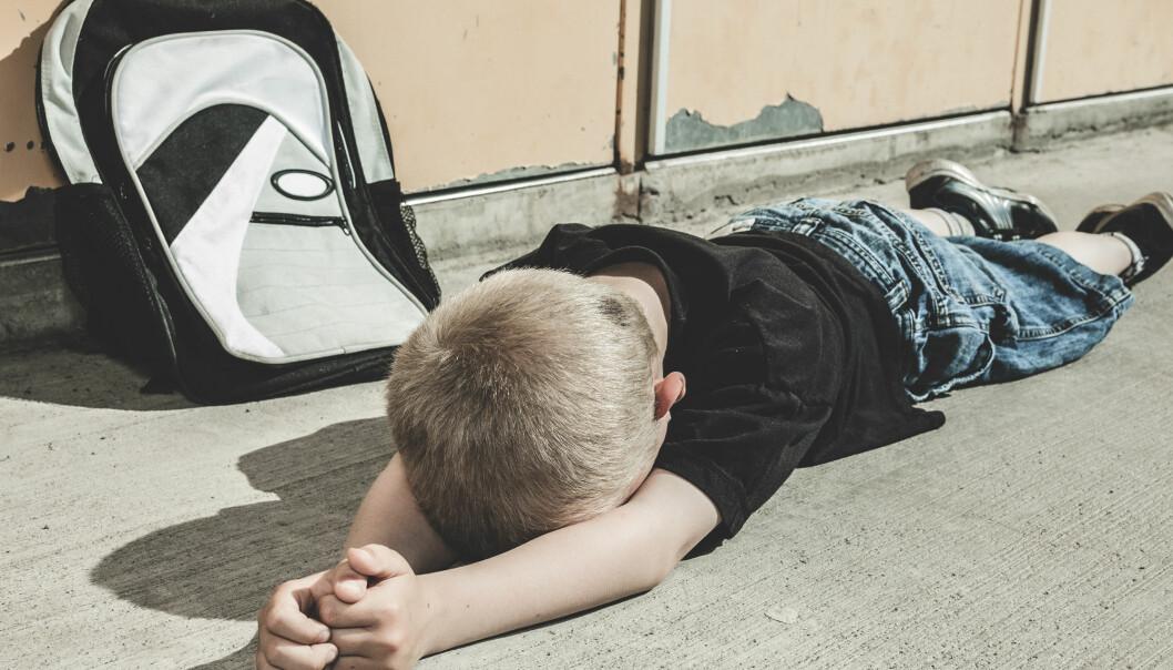 Barn med det sjeldne syndromet Smith-Magenis får ofte en spesifikk atferd. De kan dunke hodet, skade seg selv, være aggressive eller hyperaktive. (Illustrasjon: Lopolo / Shutterstock / NTB scanpix)