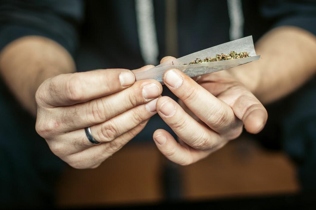 Det er en pågående debatt rundt hva som kommer først – cannabisbruken eller de psykiske lidelsene.  (Illustrasjonsbilde: guruXOX, Shutterstock, NTB scanpix)