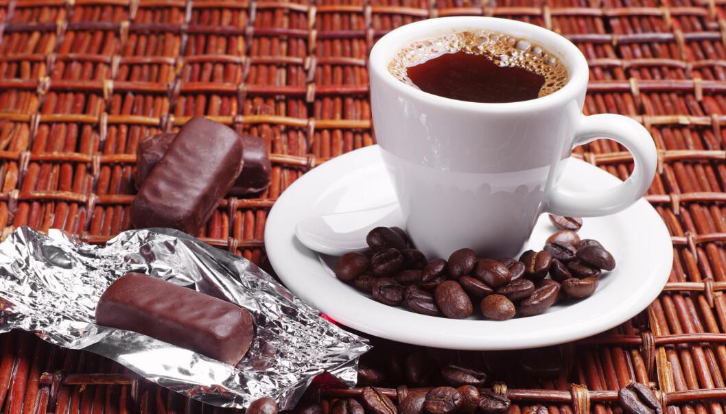 Forsøkene viser at vi forbinder mørk sjokolade og kaffe med dype toner, mens sitrus forbindes med de høye tonene.  (Foto: Microstock)