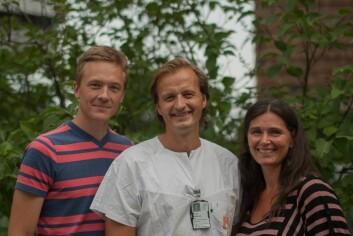 Forskerne Magnus Løberg og Mette Kalager med professor Michael Bretthauer (i midten). (Foto: Dagrun K. Gjøstein, UiO)