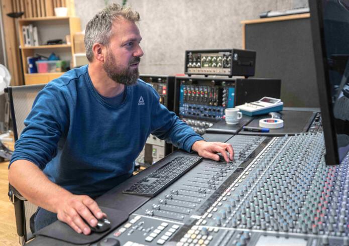 – Nå er det vanskeligere å si hva musikk er eller skal være, sier Gaute Barlindhaug som selv er musiker innen elektronika. (Foto: Jonatan Ottesen)