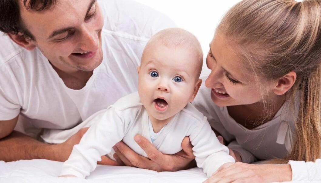 Foreldrepermisjon og barnehage har påvirket synet vårt på godt foreldreskap i Norge.  (Foto: Microstock)