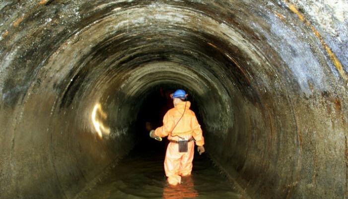 Når kloakken tynnes ut med mye vann er det vanskeligere å gjenvinne nyttige stoffer avføring og urin. Bildet er fra Oslos avløpsrør under Kongensgate. (Foto: Heiko Junge / Scanpix)