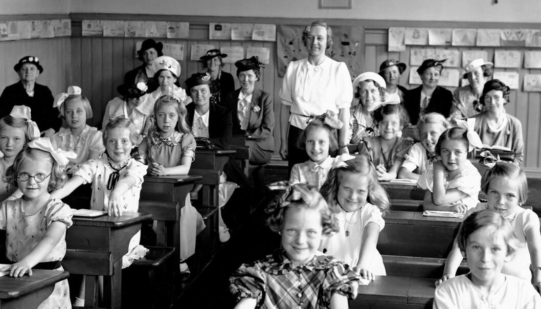 Jenter kan dra mest nytte av et lands utvikling. Da får de blant annet bedre tilgang til utdanning. Her er norske jenter på skolebenken i 1936. (Foto: NTB Scanpix)