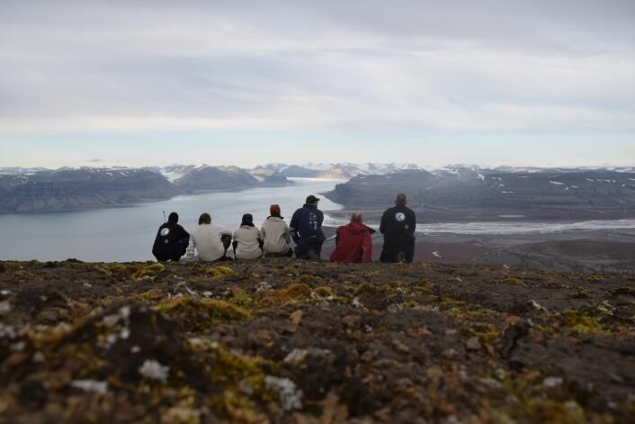 Gruppen på marmiertoppen. Ventetiden har allerede begynt på neste års feltsesong.  (Foto: Victoria Engelschiøn Nash)