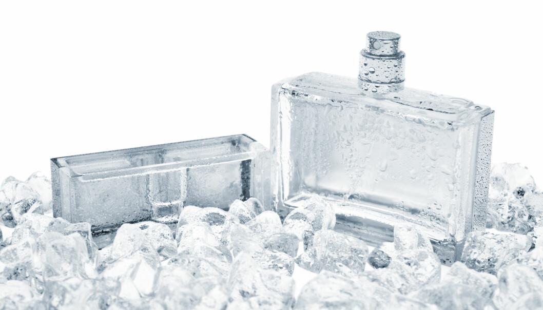 Forbrukere synes parfyme som er avbildet i kjølige omgivelser ser mer eksklusiv ut. (Illustrasjonsbilde: booster, Shutterstock, NTB scanpix)