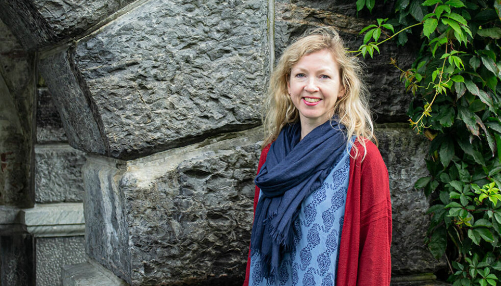 Åslaug Ommundsen har utforsket middelalderens bok- og skriftkultur i Norge med rekrutteringsstipend fra Trond Mohn stiftelse. (Foto: Ingrid Endal).