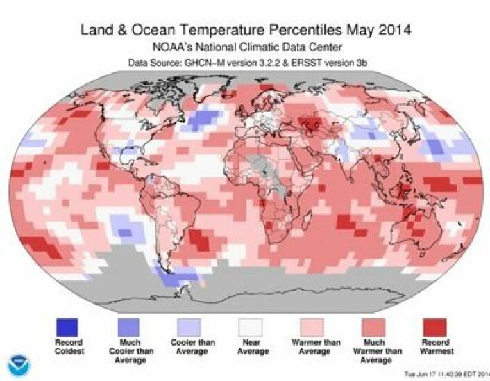Det var rekordvarmt (mørkerødt) mange steder i verden på temperaturstatistikken for mai fra NOAA. (Foto: (NOAA))