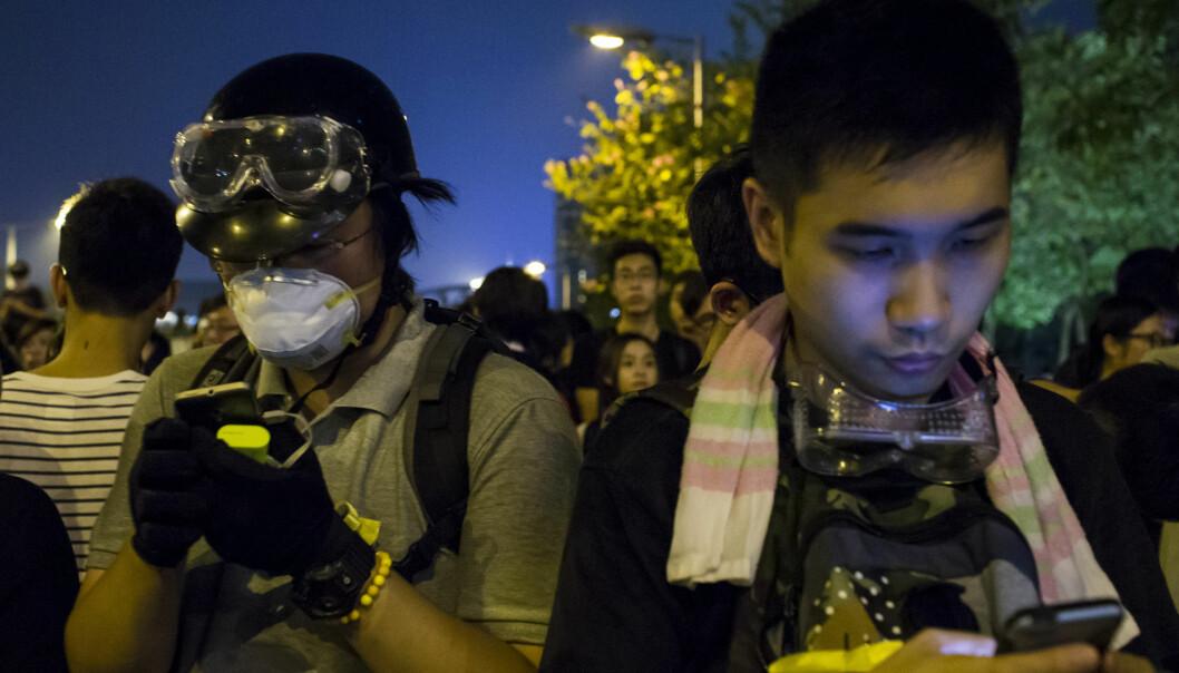 Demonstranter i Hongkong. Mange trodde at internett kunne bli et våpen i kampen mot autoritære regimer. Men er det blitt slik? (Foto: Tyrone Siu /REUTERS NTB scanpix)