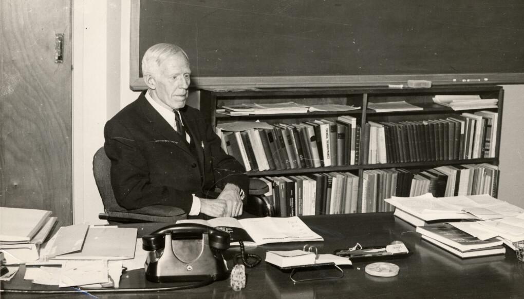 Odd Hassel (1887–1981) fikk Nobelprisen i kjemi i 169 for sine funn om at et kjemisk molekyl kan opptre i flere ulike romlige strukturer uten at atomene i molekylet bytter plass (Foto: Museum for universitets- og vitenskapshistorie).
