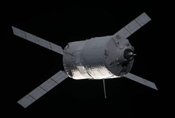 ESAs ATV (Automated Transfer Vehicle) Edoardo Amaldi idet den nærmer seg den internasjonale romstasjonen. (Foto: NASA)