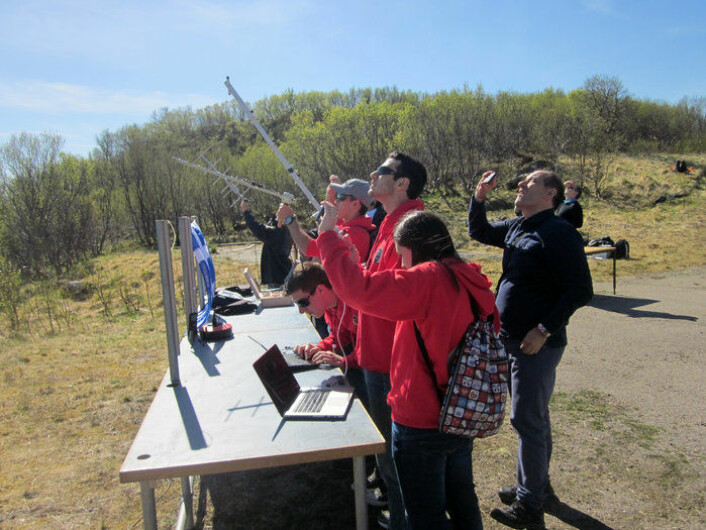 Team GrecoSat fra Spania er klar for oppskyting av sin brusbokssatellitt på Andøya i juni 2014. (Foto: ESA)