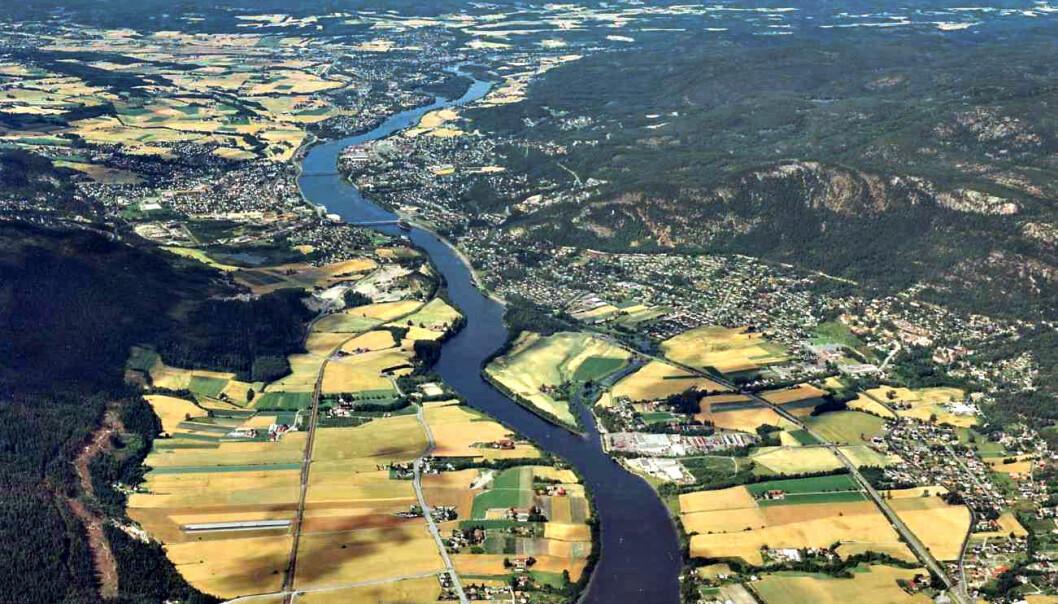 Flyfoto av Mjøndalen, Krokstadelva og Steinberg. (Utlånt av Nedre Eiker Kommune)